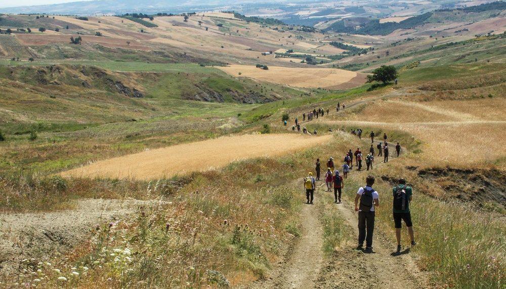 La staffetta sul Sentiero Italia CAI nelle terre molisane, contese da Papi e imperatori