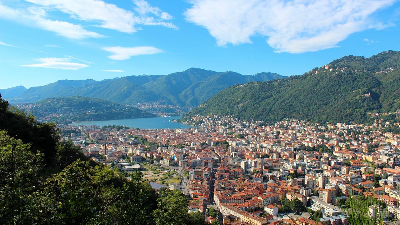 La sezione di Carpi per tre giorni sul Sentiero Italia CAI, guardando il lago di Como
