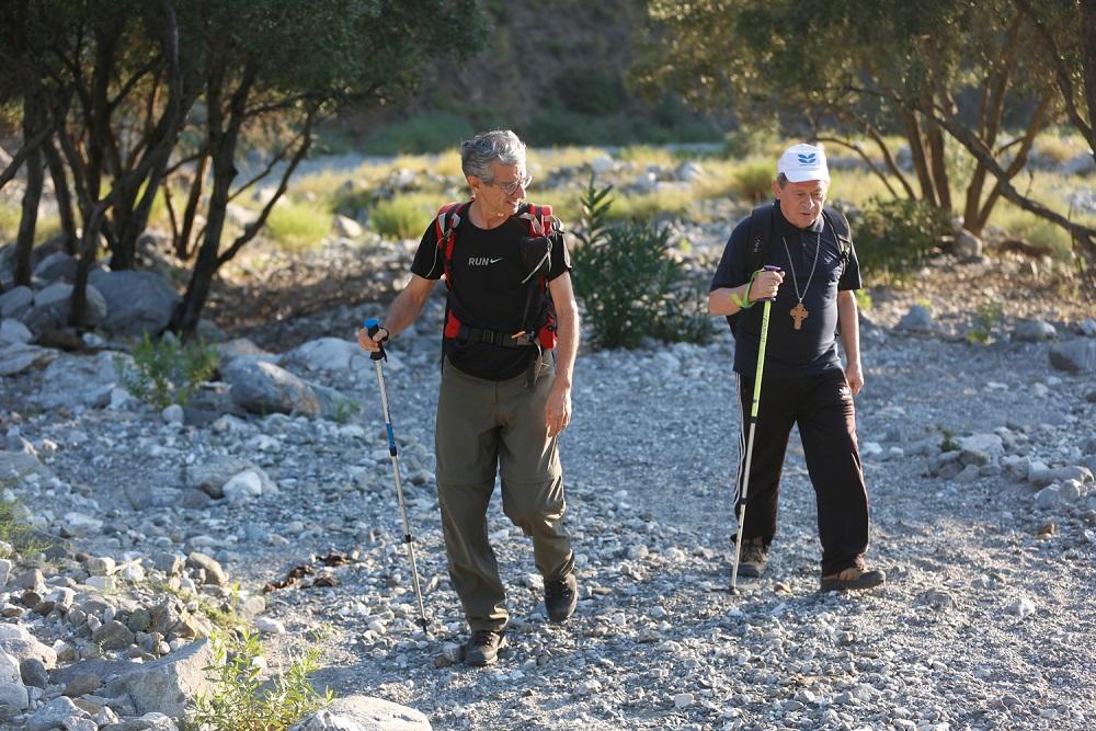 Camminare per sottrarre territori alla mafia, intervista al Vescovo di Locri