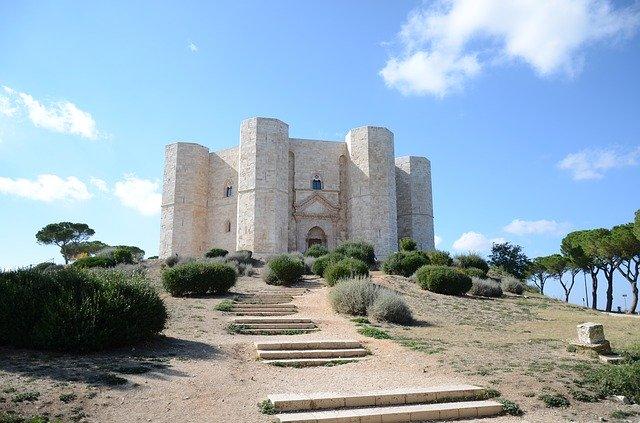 Meraviglie d'Italia sul Sentiero: Castel del Monte in Puglia