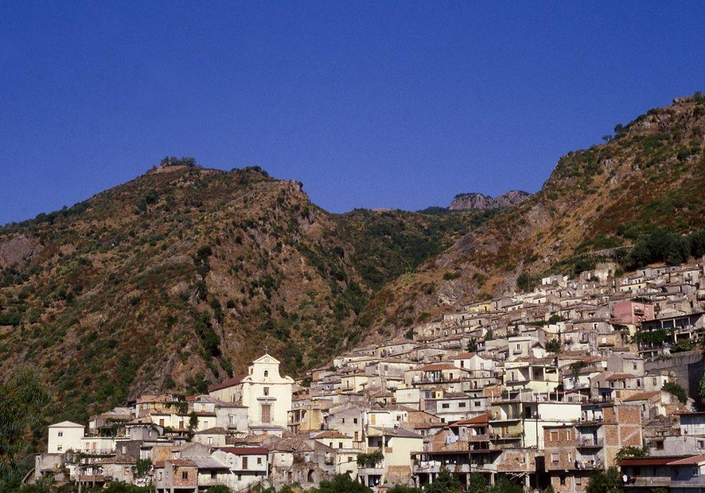 """Il sentiero dei borghi, San Luca e la """"gente in Aspromonte"""""""