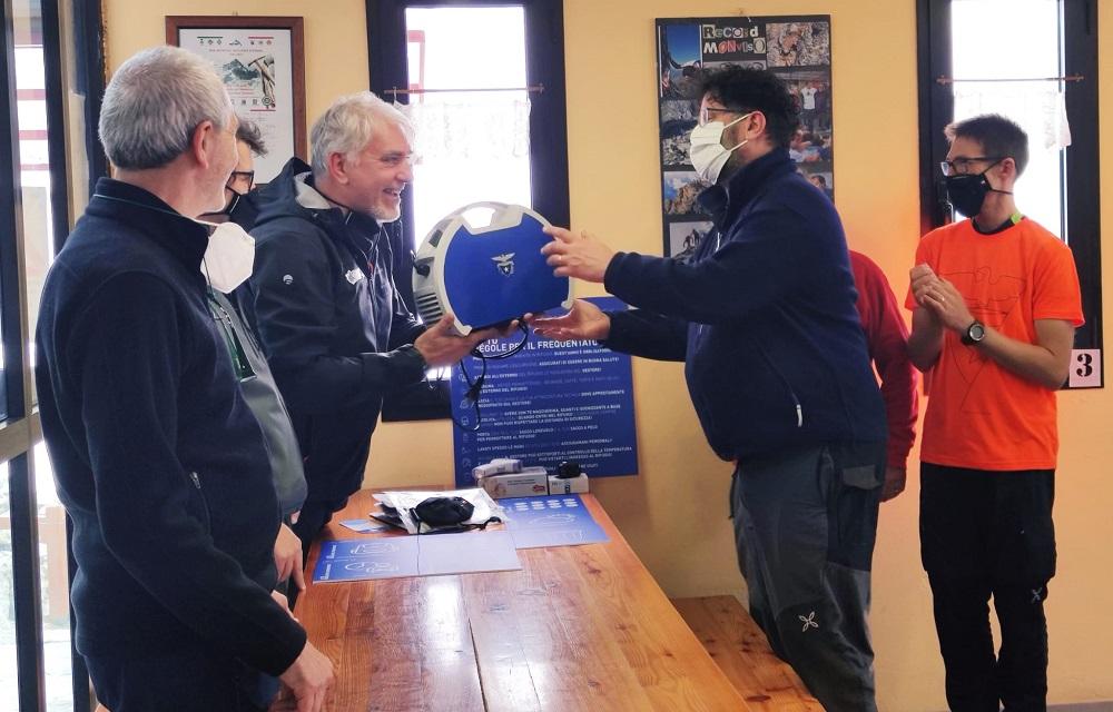 I gestori del punto accoglienza Sella al Monviso: «La consegna del kit anti Covid è stata fondamentale»