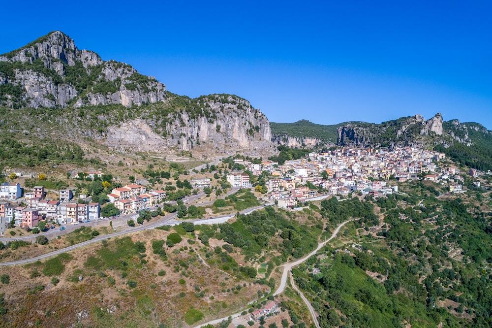 """Il Sentiero dei Borghi, la piccola """"città d'arte"""" di Ulassai"""