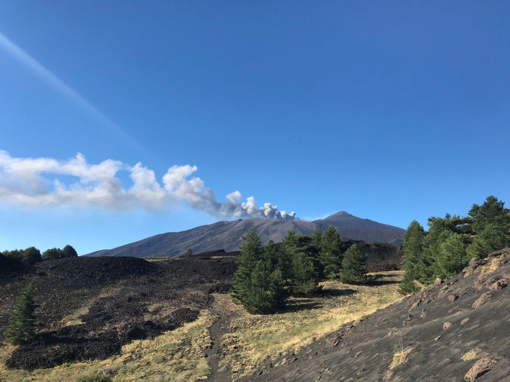 Autori in cammino: l'Etna e il caleidoscopio ambientale della Sicilia