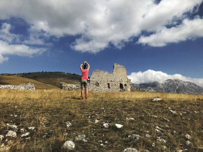 """Volume 5 """"Molise, Abruzzo, Lazio, Marche, Umbria: da Isernia a Bocca Trabaria"""" - Grancia cistercense di Santa Maria del Monte"""