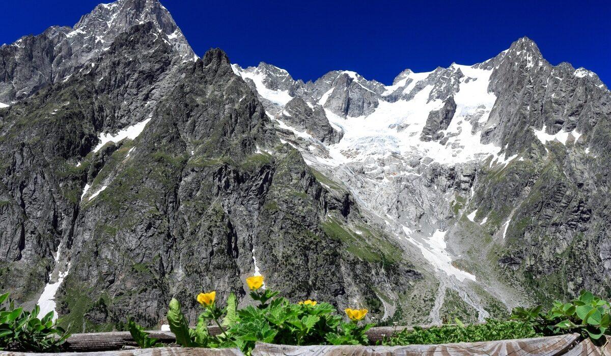 Tra Valle d'Aosta e Piemonte con il volume 8 delle Guide ufficiali Sentiero Italia CAI